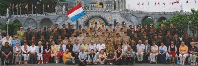 Gruppefoto virun der Basilika