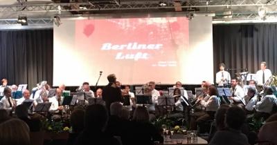 """d´Garnisounsmusek spillt d´""""Berliner Luft"""" ënert der Direktioun vum Guy Thill"""
