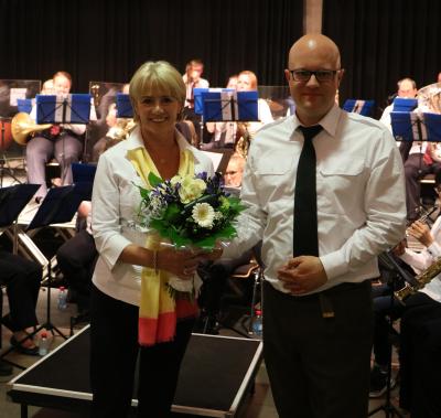 e Bouquet fir de Chef vun der Garnisounsmusek, de Chris Schleck