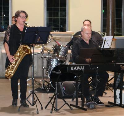 Aline Massard (Saxophon a Flûte), Christian Simon (Piano) a Ben Schmeler (Percussioun) . . . . . . . (photo vum Chr. Parmentier)