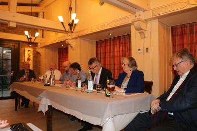 la table du comité avec Josy Kontz (UGDA), Gast Goerend, Chris Schleck, Liliane Theisen, Nico Castermans, Margot Bühlmann et Bim Diederich