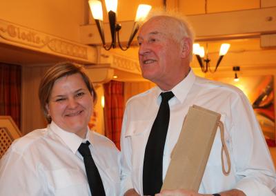 Charles Peiffer, récompensé par Elke Grün pour le maximum de présences