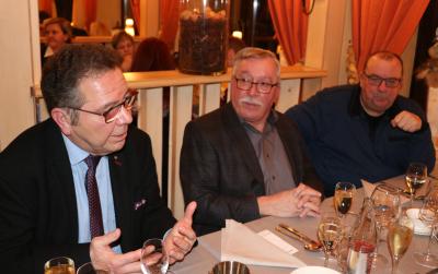 Romain Henrion discutant avec Erny Greiveldinger et John Einsweiler